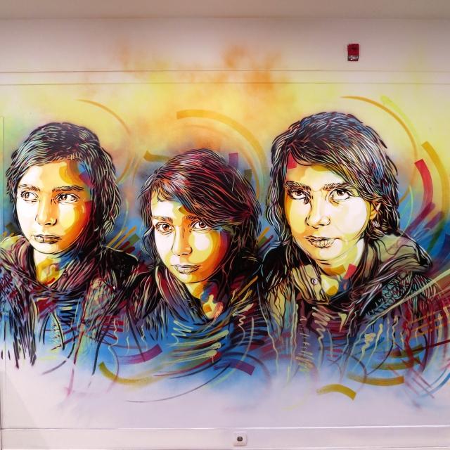 C215 (FRANSA) - Sanatçı Türkiye'ye kızıyla gelmiş ve duvara onun resmini çizmiş...