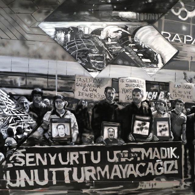 GAIA (ABD) - Bu çalışmasında ise 2 yıl önce Esenyurt'taki yangında ölen işçilerin ailelerinin protestosunu konu etmiş...